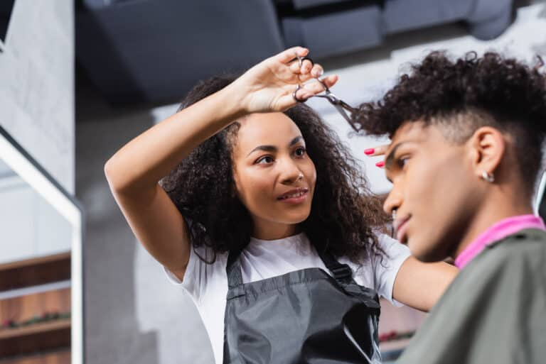 The Ultimate Guide To Getting A Curly Hair Cut – Everything you Must Know